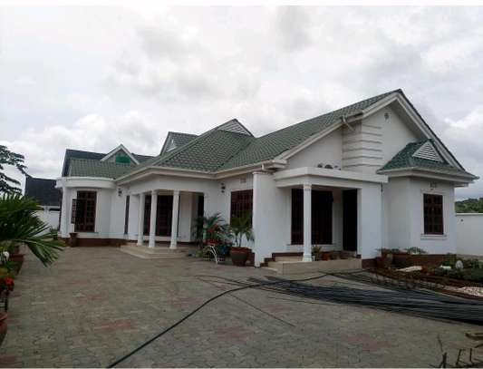 4BEDROOMS HOUSE FOR SALE IN BURKA AREA-ARUSHA. image 1