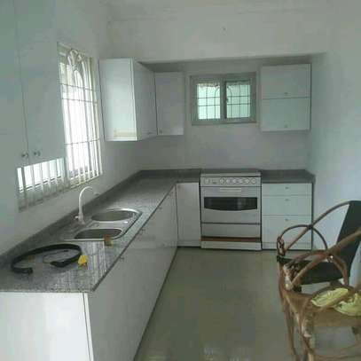 RENT A LOW PRICE KIGAMBONI STANDALONE HOUSE CLOSE TO MIKADI BEACH AND FERRY image 2