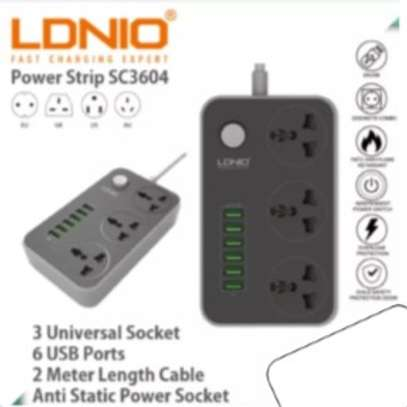 LDNIO Extension Socket With Usb Ports 2 In 1 image 3