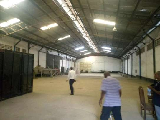 3000 sqm Godown in Chang'ombe along Mandera road to let. image 3