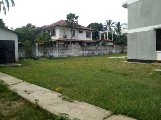 4bed house with big compound and small godown at ada estate image 11