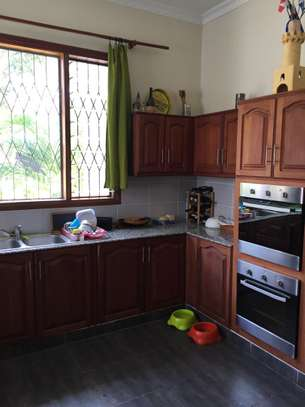 4 Bedrooms Pool House For Rent in Oysterbay image 10