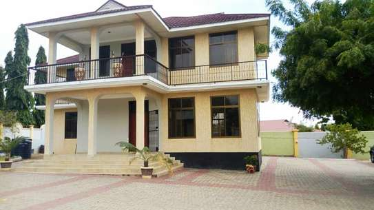 4 Bedroom double storey house for rent in Ununio near Beach