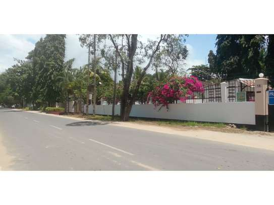 6bed house along main rd is good i deal for office image 1