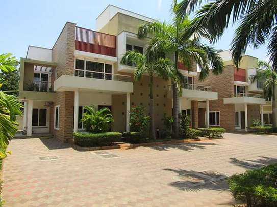 3bdrm town house to let in oysterbay