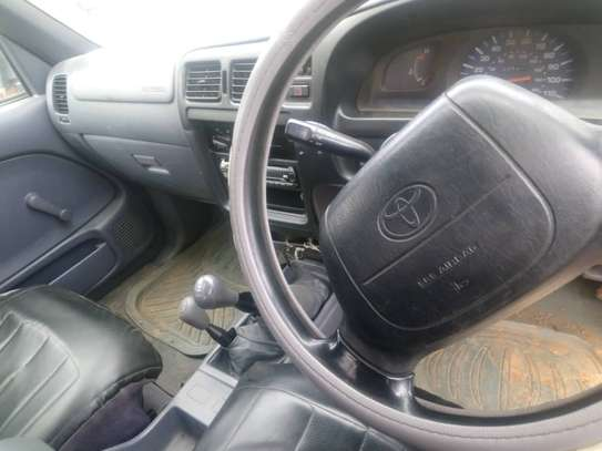 1999 Toyota Hilux Double Cabin image 4