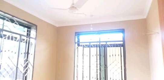 House for rent kinondon ,masterdroom ,sittingroom and kitchen at price of 400,000/=per month image 3