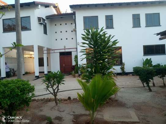 4bed house at white masakiwith swimming pool $2000pm image 8