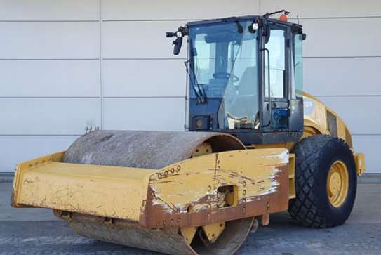 2008 Caterpillar CAT CS 76 ROLLER image 1