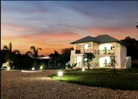 Beautiful Hotel Lodge for Rent; image 1