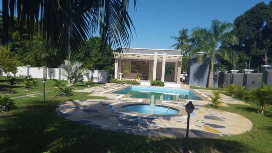 6 bed room house for sale  at salasala image 3
