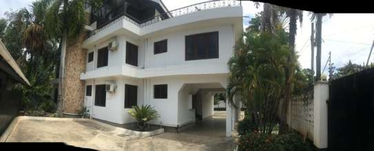 5 Bedrooms Home Furnished for rent at Kinondoni