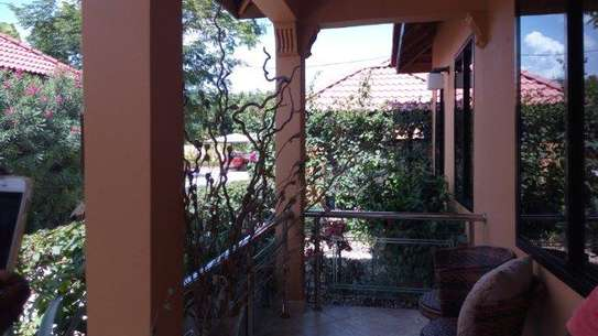 2bed  villa at oyster bay $1500pm near coco beach image 2