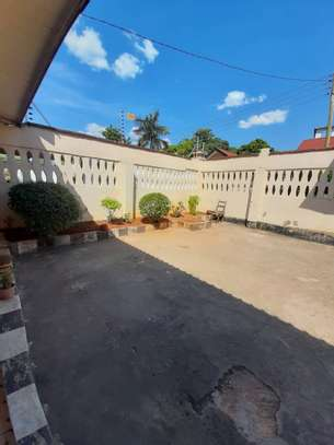 3bed house  for sale at masaki 922sqm image 2