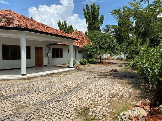 5 bed room house for rent at mikocheni rose garden image 3