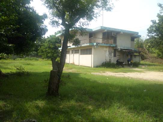3bedrm house with big compound area in Adaestate to let $1,300