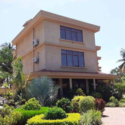 3BEDROOMS FULLYFURNISHED VILLA FOR RENT AT MBEZI BEACH image 13