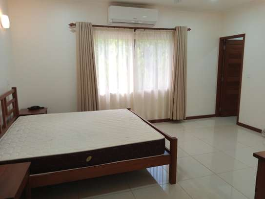 4bdrm luxury villa to let in oster bay image 6