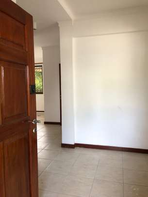 3 Bdrm House in a compound  in Oysterbay image 6