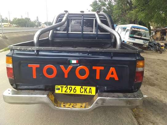 1998 Toyota Hilux Double Cabin Pickup image 2