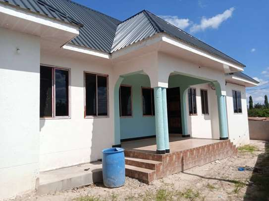 3 bed room big house for sale at kibamba hodongwa image 2