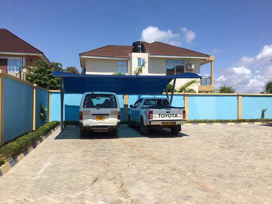 4 bed room house with servant quater for sale at jangwani sea breeze image 6