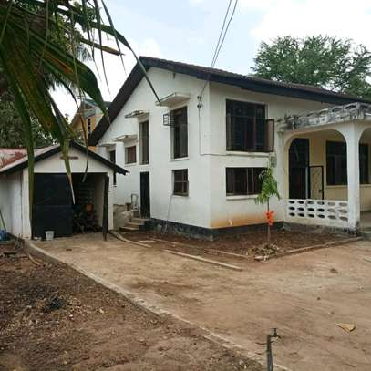 House for sale,at mbezi beach 4bedrooms,one master,public toilet,kichen,stoo sqm 900 image 9