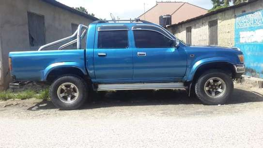 1996 Toyota Hilux Pickup Double Cabin image 4
