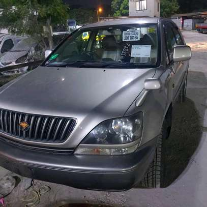 1999 Toyota Harrier image 1