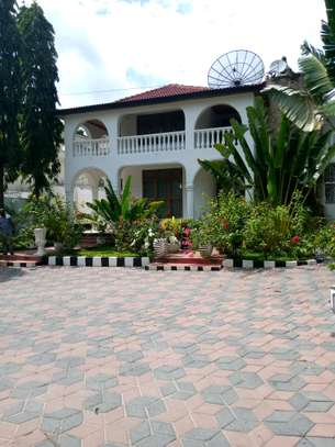 5 Bedroom House at  Oyster bay.