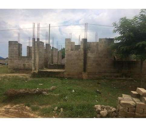 UNFINISHED HOUSE AND PLOT FOR SALE LOCATION IN MBEZI BEACH GOIGI image 1