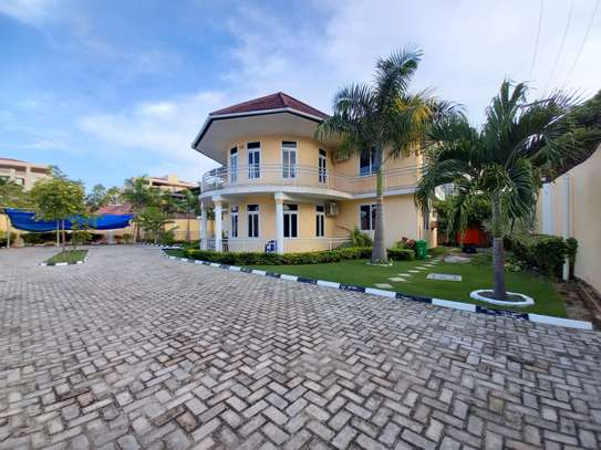 Bungalow and luxury stand alone house for rent at OYSTERBAY image 2