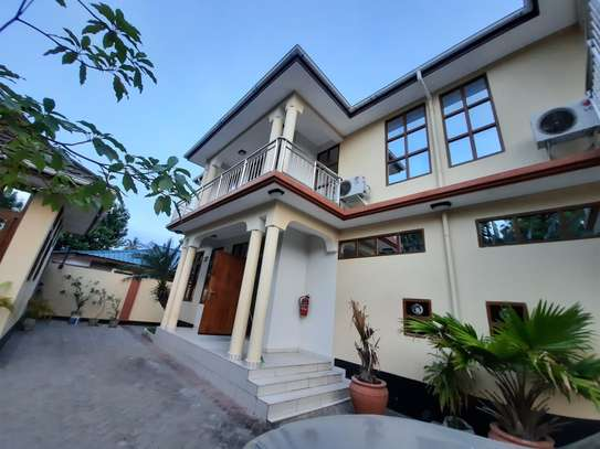 3 BEDROOMS CLASSIC VILLAH FOR RENT image 2