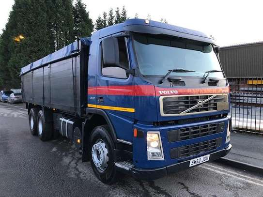 2002 Volvo FM9 6X4 TIPPER TSHS 90MILLION ON THE ROAD image 7