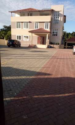 BIG BUIDING FOR RENT OYSTERBAY image 1