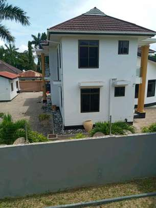 5 bdrm House for rent in mbezi Beach. image 4
