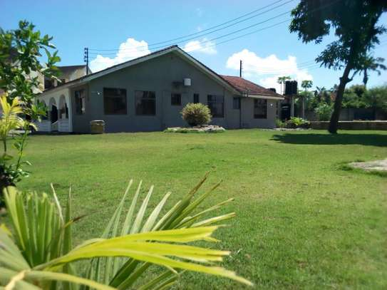 4bed house at mikocheni $1500pm