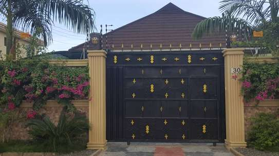 4 bed room house full ferniture for rent at mikocheni kwa warioba image 12