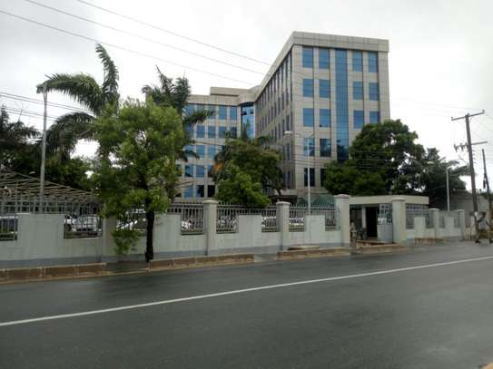 Office building with 2388 Sqm in Mwenge to let