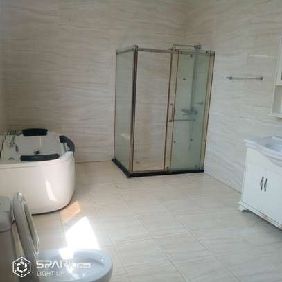 5 Bedrooms Diplomat House  in Oysterbay image 7