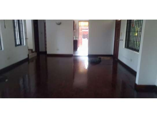 3bed house mature garden at oyster bay $1200pm image 3