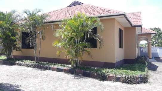 House for sale Salasala IPTL-with clean title deed image 2