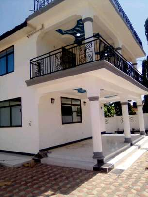 New  House for Rent in Bahari Beach. image 1