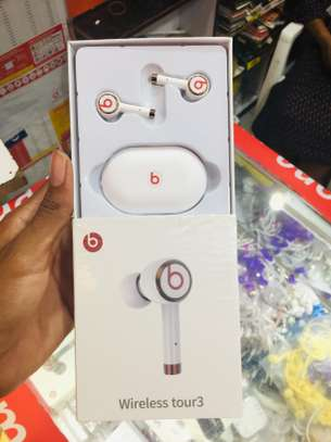 BEATS EarBuds FULLBOX BRAND NEW (OFFER) 45,000/= image 2