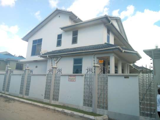 FULL FURNISHED SPACIOUS APARTMENT FOR RENT AT KIJITONYAMA DSM.