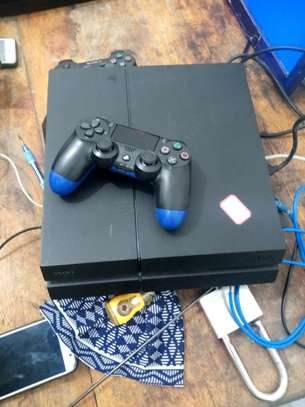 Ps4 flat in clean condition ni used Abroad image 2