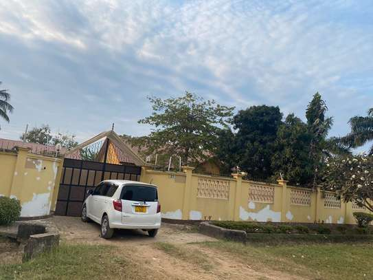 4 bed room house for rent at mbezi beach oaas club image 7