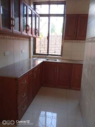 2bed apartment at mikocheni tsh 800,000 mc