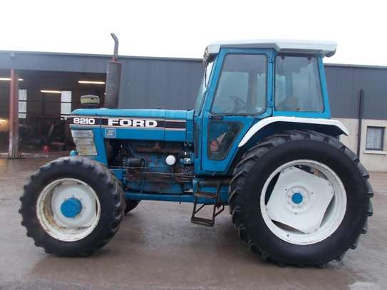 1991 Ford 8210 TRACTOR image 5