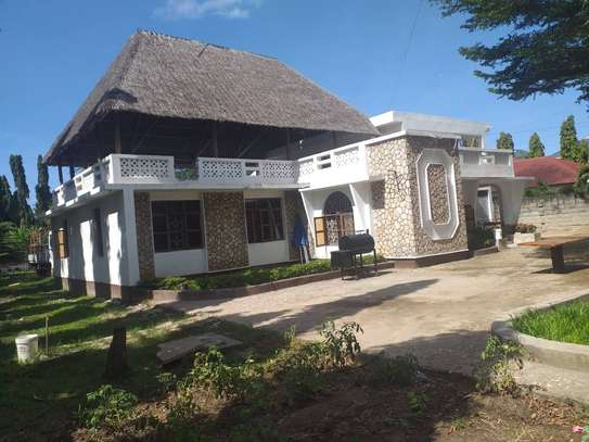 5 bed room house in the compound for rent at mikocheni kwa warioba image 5